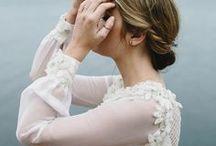 Bride // Inspiration. / INSPIRATION. // Romantic and intimate pictures. #bride #bridal #wedding #weddingdetail #bridalposes #bridalpose #boudoir #getready #preparatifs #mariee #ideepose #detailsdemariage