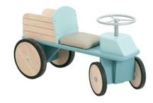 Correpasillos y balancines / Para los más pequeños andadores con juegos, coches con pedales, y varios balancín