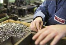 Fabrication des épingles à nourrice BOHIN / Voici le processus de fabrication des épingles à nourrice (ou de sûreté ou anglaises ou doubles... c'est à votre convenance !) à boule laiton. Une machine très élaborée fabrique ces épingles à La Manufacture Bohin : toujours made in France !