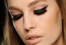 """Išraiškingasis žvilgsnis (ruduo'13) / Dėmesį mėgstančioms moterims - ryškios akių makiažo detalės: juoda akių kontūro linija, neįprasti """"smoky"""" šešėliai ir platūs antakiai. Atrodo, jog tai tinkamas metas eksperimentams!"""