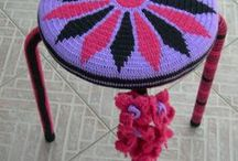 Sgabelli all'uncinetto  Crochet Stools / Sgabelli ricoperti interamente all'uncinetto. Stools covered in crochet