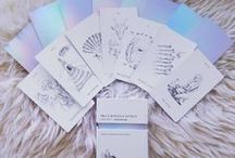Luminous Spirit Tarot Card Deck / The Luminous Spirit Tarot card deck is a holographic, minimalist and bohemian tarot deck. For all the mermaids and unicorns in the world!