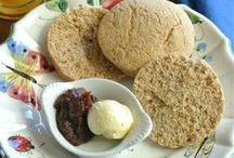 """El desayuno"" /  scones, muffins, panqueques, cereales, omelettes...  / by Rada Isis Martinez"