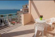 Hotel RH Sol - Benidorm / Hotel de 3 estrellas a tan solo 25 m de la Playa de Levante y en el centro de Benidorm, situación ideal por su cercanía a la playa y a las numerosas calles peatonales con atractivos comercios y cerca de la zona de tapas y restaurantes. / by Hoteles RH