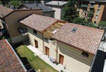 Villa Gardenia - Lecco / Immerso nel verde, posto dietro all'Ospedale Manzoni, ai piedi dei monti lecchesi e in posizione tranquilla, il complesso residenziale è il primo della zona interamente concepito per il risparmio energetico.