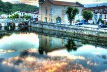 Dordogne-Périgord Vert / Parenthèses imaginaires se situe en Dordogne plus particulièrement en Périgord Vert. Voici les sites que vous pouvez voir aux alentours.