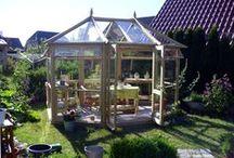 Serres en bois / Les produits en bois, super luxeux, très élégant, avec une finition extraordinaire. Chacun qui aime les jardins aimerait bien avoir une telle serre dans son jardin.