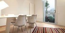 Apartamento Gracia / Reforma de un pequeño piso en el barrio de Gracia de Barcelona. Madera en tonos cálidos a juego con el pavimento hidráulico y mobiliario de diseño de vanguardia.