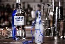 Los Vodkas de La Carbonera /  El Vodka es una bebida destilada. El origen del vodka (y de su nombre) es polaco, aunque su autoría se atribuye a Rusia. A excepción de cantidades insignificantes de condimentos, consta únicamente de agua y etanol. Se produce generalmente a través de la fermentación de granos y otras plantas ricas en almidón, como el centeno, trigo, o patata. Normalmente el contenido de alcohol del vodka se encuentra entre 37% y 50%,