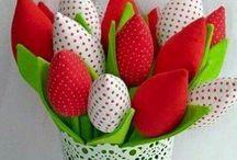 macetas de corazones y tulipanes