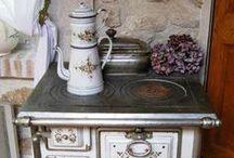 Do chaloupky a starožitnosti / Miluji staré roubené chaloupky z českého venkova.Tak kouzelné ,vonící dřevem,bylinkami,levandulí.Ve všem cítit vůni našich babiček a prababiček :-)