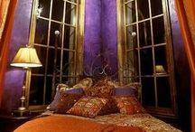 Beautiful Bohemian Inspired Bedrooms / Some hints on how to create a whimsical bohemian or gypsy style bedroom.