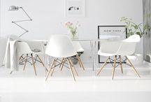 Matplats / Stolar och matbord till vardagsrummet som ska rymma även matplats och arbetsplats