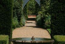 Gyönyörű kertek, teraszok, utak, mezők