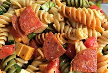 Picnic and Potluck Recipes / Inspiration for simple recipes to bring to a picnic or potluck - easily feed a crowd.