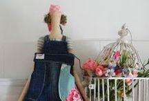 """Tildas & Fabric Dolls - Tildas e Bonecas de pano. / Cantinho para demonstrar minha paixão por essas lindezas tão delicadas e meu carinho por elas, as Tildas, porque sou """"Fanatilda"""" mesmo e não nego. :)"""