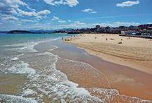 Playas / Uno de los mayores atractivos de Santander es su amplia oferta de playas de fina arena dorada. Pocas ciudades pueden presumir de contar con más de una docena de arenales, tan bien cuidados y con tal cantidad de servicios.