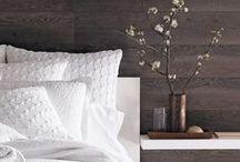 Style moderne / Des formes épurées, des matériaux tels que le béton ciré, le métal, le cuir et les surfaces laquées.