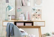 Creative Workspace Ideas / Workspace, Work Station, Creative Workspace, Workspace Styling, Home Office, Pink Office, Home Office Organisation, Tiny Workspace, Green Office Space, Workspace Inspiration for Creatives, Beautiful At Home Office Spaces.