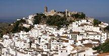 Witte dorpjes in Andalusië / Vakantie in Andalusië ? Bezoek zeker de mooie witte dorpjes in het Zuiden van Spanje. Op dit bord kan je genieten van de mooiste plaatjes van oa Grazalema, Frigiliana, Casares en andere wondermooie witte dorpjes in Andalusië.