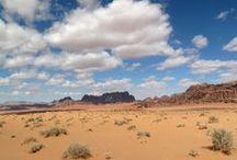 Jordanie et magie du désert du Wadi Rum / Berceau de l'humanité, la Jordanie recense des paysages et des lieux mythiques, dont la richesse géographique n'a d'égale que leur histoire. Découvrez la légendaire citée de Pétra, l'étonnante Mer Morte, la Mer Rouge et vivez l'expérience unique d'une randonnée à cheval dans le désert du Wadi Rum, entre canyons et dunes de sable rouge.