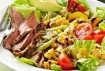 Saladas. / Misturas perfeitas, carnes, frutas, massas, legumes, grãos e frutos do mar.