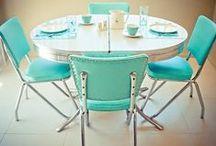 Mesas / Mesas de pequenas refeições, e jantares, de estilos variados. Todas Maravilhosas.