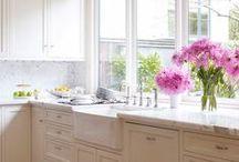 Cozinha. / Cozinhas lindas, aconchegantes, iluminadas.