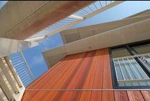 Huurwoningen Nieuwegein (De Stadswachter) / Op zoek naar een huurwoning in Nieuwegein? 27 luxe stadsappartementen in het centrale winkel hart van Nieuwegein. Open keuken voorzien van inbouwapparatuur (vaatwasser, oven, kookplaat) Luxe badkamer met zowel ligbad als een aparte douche. Inpandige berging met droger- en wasmachine aansluiting. Extra (ruime)berging in de garage Dicht bij A2 A12 en A27.  Energielabel A. Verwarming via warmte-koudeopslag (WKO). Kijk voor meer informatie op www.gevaertmakelaars.nl
