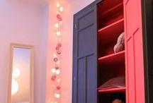Our teeneger's room / bonita habitación romántica y actual diseñada con muebles retro y con fondo de papel gris.