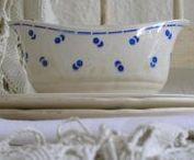 De Soetelaer servies & aardewerk | old crockery / Leuke kop en schotels, dekschalen, schalen en nog veel meer.. Old crockery, jug, bowls, plate and cup and saucer.