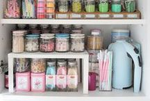 The Organized Kitchen / Creative ways to keep your kitchen neat and organized for maximum efficiency.