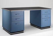 """Muller / Muebles metálicos, especialistas en muebles de diseño en acero. La fabricación de muebles de metal en Augsburg lleva el sello de calidad """"Made in Germany"""" desde 1996. La gama incluye muebles modernos y muebles de oficina, así como también de los puntos interiores de la casa."""