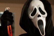 Scary Movies / Mesmo quem leva pro deboche deve ter se assustado com essas figuras ao menos uma vez.