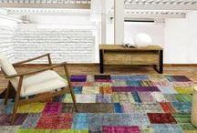 Parentesi Quadra / Bienvenido a Parentesi Quadra, donde aman cada alfombra que crean y creen en la creatividad de los artesanos con los que colaboran. Gracias a su profesionalidad, know-how y su humildad, en conjunto, tratan de crear emociones que perduren en el tiempo. Orgullosos de estar profundamente conectados con un producto tan fascinante como la artesanía de la alfombra anudada a mano, piensan que no hay espacio que se pueda descuidar, porque en Parentesi Quadra creen en la belleza absoluta.
