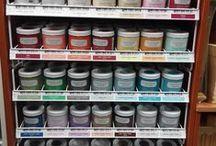 PRODUCTOS Y MATERIALES / www.manualidadespinacam.com      En nuestra tienda fisica y online podras encontrar todo lo necesario para hacer tus manualidades.