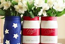 Patriotic Crafts & Decor / DIY projects for Memorial Day and the 4th of July celebration. Easy and fun crafts that anyone can make! From table centerpiece, to wall hanging decorations.