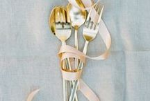 THE PLACE SETTING / Wedding place setting, table setting, & tablescape inspiration for brides, brides-to-be, and grooms.