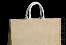 Bolsas de jute / Estas son las bolsas de jute que diseñamos y fabricamos. Siempre utilizando materiales ecológicos y biodegradables. Además podemos tintarlas en cualquier color y añadirles el diseño que quieras ;) El pacakaging perfecto para tus productos.