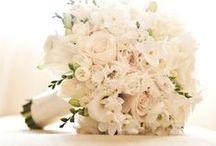 Şık Buket Tasarımları / Bir gelini tamamlayan en önemli aksesuar tabi ki çiçeğidir. Weddies Bridewear'dan sizi özel kılacak buket önerileri...