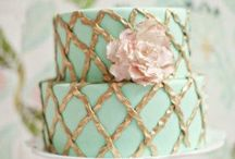 cake decorating / by Kimberley Van-Hek