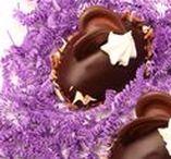 Pâques / Easter / Œufs de Pâques originaux ou petits lapins, nous avons les desserts de Pâques les plus colorés pour vos clients! / Easter Eggs or Easter Bunnies, we have the most colourful Easter desserts for your patrons!
