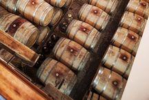 Dão / O Dão voltou à ribalta. A competitividade qualitativa de muitos dos seus vinhos é hoje a prova de uma região com crescente prestígio. A diferente é uma das suas granes mais-valias. Se grandes empresas contribuíram como parte da alavanca, há uma miríade de pequenos produtores que começam a destacar-se com marcas de altíssima qualidade.
