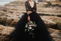 Inky Desert  | Styled Shoot / For our September/October styled shoot we though a dark, almost gothic theme would suffice. It brings a strong feeling of power and influence that we love.