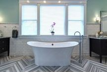 Chic Bathrooms Ideas by Designers / How top designers create lovely combinations with diferent materials for your bathroom.