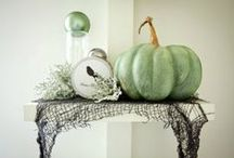 Elegant Halloween Decoration Ideas / But just because Halloween is meant to be scary and sometimes horrifying, it doesn´t mean it can have a splash of glamour and elegance. So take a look at these inspiring decor ideas to trow your Halloween party with a twist of elegance.
