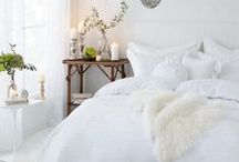 Winter Interior Decoration Ideas in White / The winter is coming and an elegant home tends to embrace this season in a white palette. If you want to decorate you home for the cold season and get a glamour interior design, you have to take a look at these selection of ideas. Be prepared for cold in an elegant and glamourous ambience.