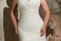 Love Your Curves / Beautiful gowns in size 14 and up