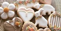 Painted Cookies / When decorated cookies are outstanding and creative, I always smile.