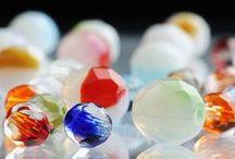 Cristais Facetados e Lapidados / Bijuterias, objetos de decoração, bordados feitos com cristais facetados e lapidados Preciosa.